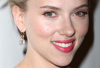 Scarlett-johanssons-hollywood-glamour-makeup-side